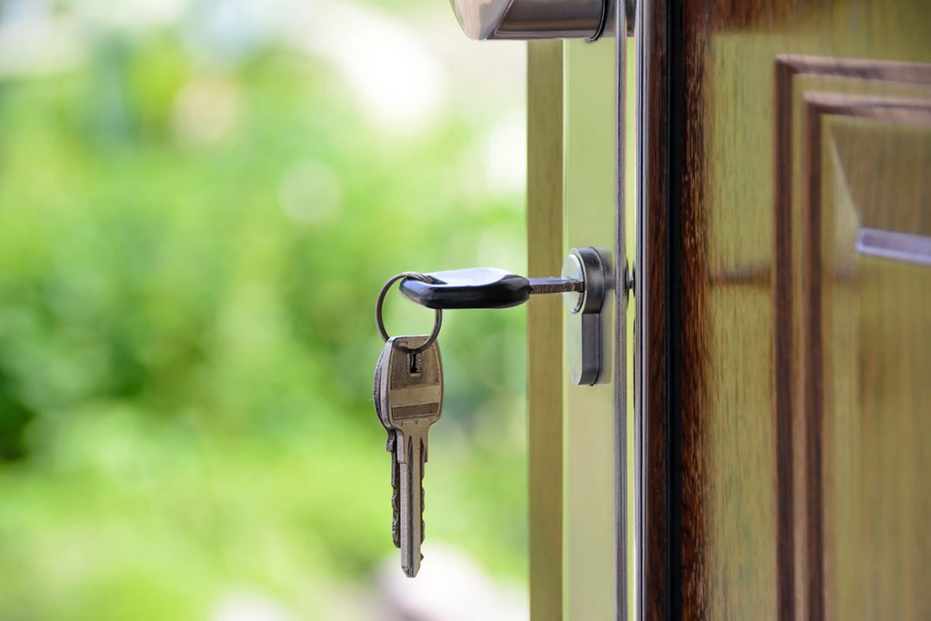 Key in a wooden door - Work with Toronto's Dream Key Mortgage and unlock your dream home today