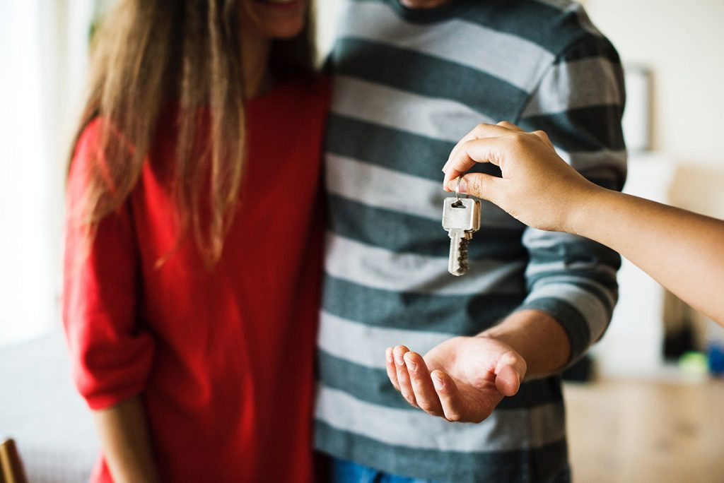Handing over the keys to first time home buyers with a loan through Toronto's best mortgage broker Dream Key